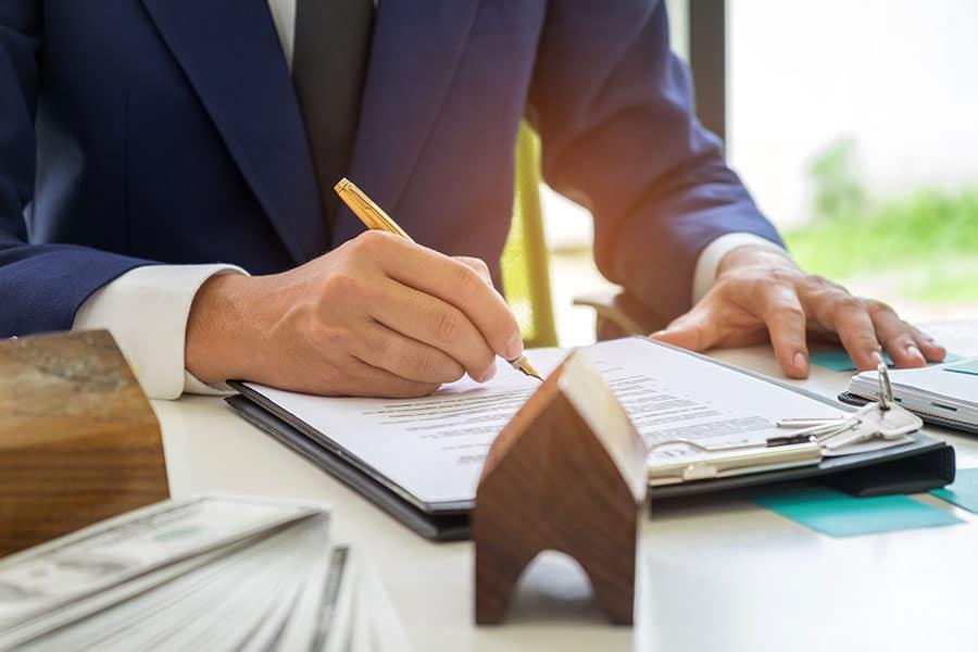 ingatlan adásvétel, ingatlan adásvételi szerződés, ingatlan ügyvéd, ingatlanjogász, végrehajtás
